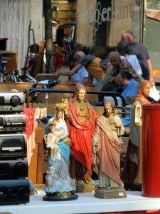 Jezus en Maria beeldjes op de vrijdagsmarkt in Antwerpen