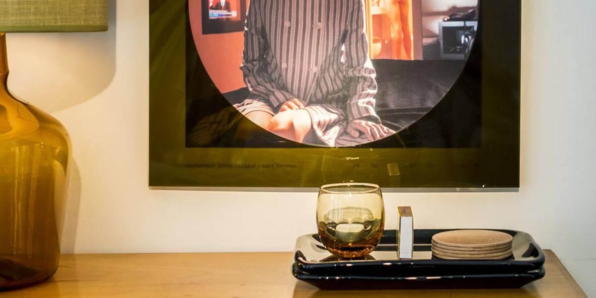 bohemian chic sfeer beeld met kaarsje in glaasje op de eerste verdieping flat van aplace antwerp