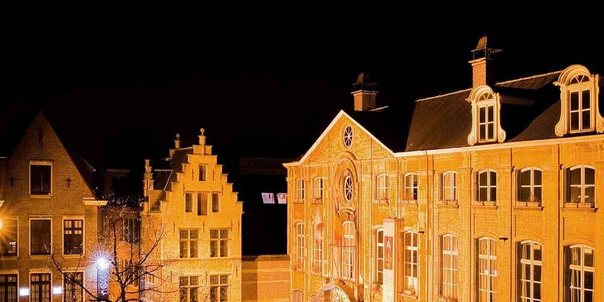uitzicht vanaf de derde verdieping flat van aplace antwerp op het platin mortus museum op de vrijdagsmarkt