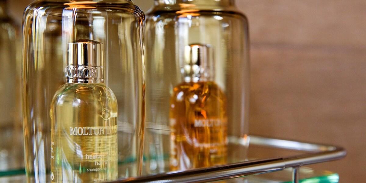 molton douche producten in de badkamer van de derde verdieping flat van aplace antwerp
