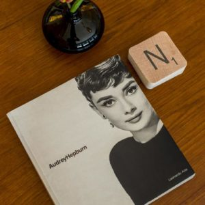 audrey hepburn fotoboek in de square view suite van aplace/antwerp