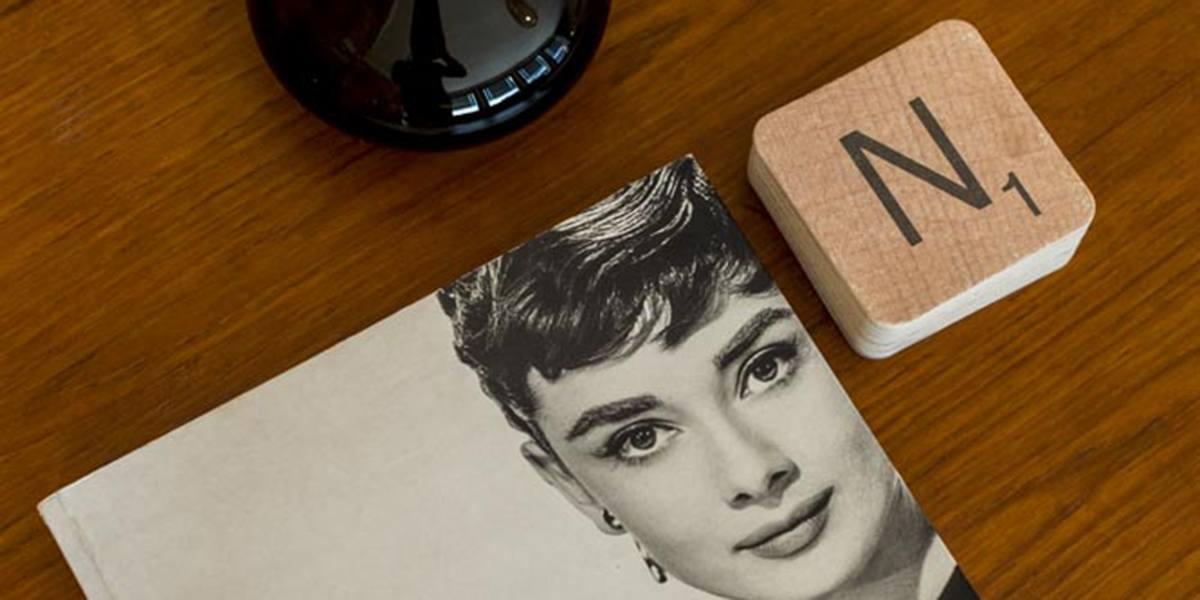 kunstfotoboek op tafel in de square view suite van aplace / antwerp