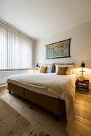 romantische kamer met mooi gedekt bed van de flat van aplace antwerp