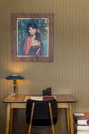 bureau met stoel in retro stijl met lampje en schilderij in de flat op de eerste verdieping van aplace antwerp