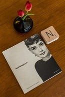 fotoboek van audrey hepburn in de flat van aplace antwerp